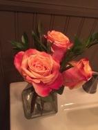 frische Rose im Badezimmer