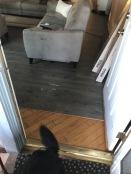 Der Fussboden ist nun im kompleten Haus verlegt